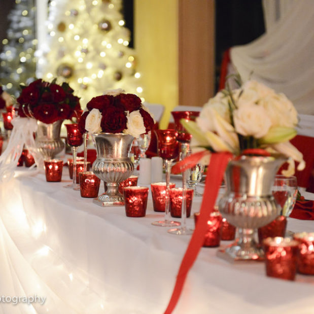 White and Red Christmas wedding decor
