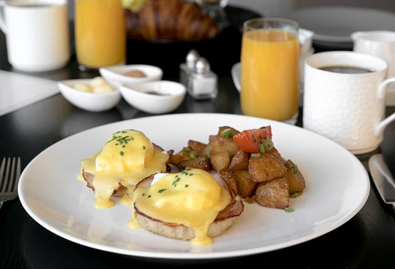 Eggs benedict Breakfast Inn at Laurel Point
